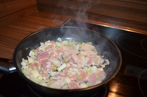 /putengeschnetzeltes-mit-zucchini-spaghetti-zubereitung-1