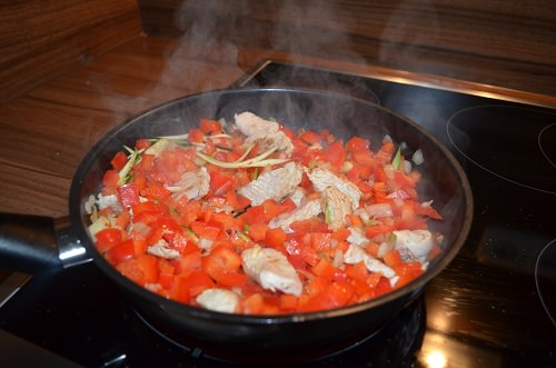 putengeschnetzeltes-mit-zucchini-spaghetti-zubereitung-2