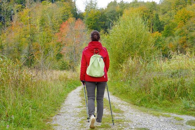 Auszeit mit Wandern oder Spazieren gehen